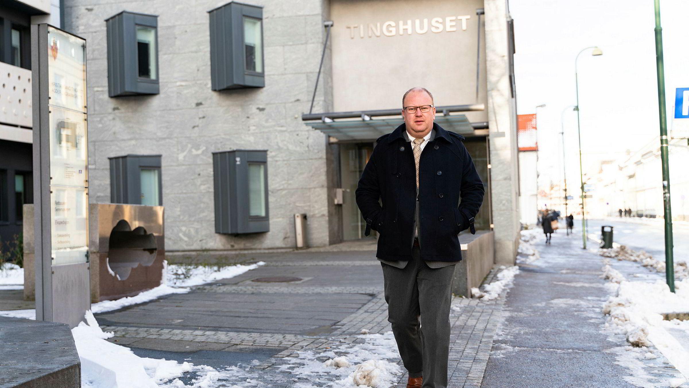 Advokat Marius Andre Stokke representerer en klient som er dømt til å betale erstatning til banken etter at han er utsatt for svindel med BankID. Saken har sluppet inn til behandling i Høyesterett, som den første BankID-saken.