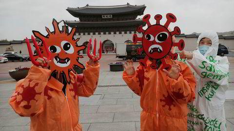 Sør-Korea har aldri lukket hele landet på grunn av koronaviruset. Nedstengningen av verdensøkonomien representerer den største faren for den eksportavhengige økonomien.