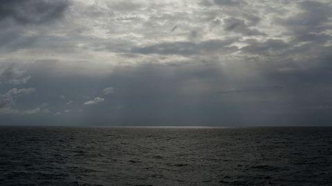 En svart gummibåt med 91 mennesker om bord forlot det krigsherjede Libya 8. februar.