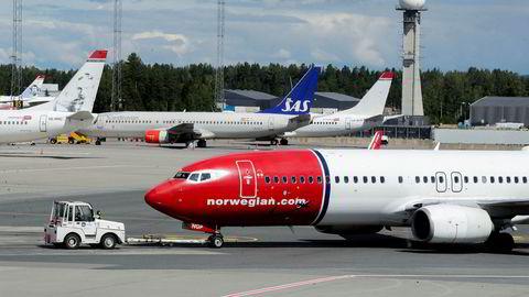 Flyselskapene sliter med å refundere alle billettene etter kansellerte flyvninger. Nå risikerer de bøter. Foto: Vidar Ruud / NTB