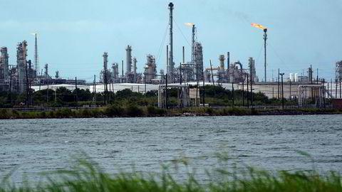 Flere olje- og gassanlegg i Texas og Louisiana stenges ned i påvente av at den orkanen Laura skal treffe kysten. Orkanen er oppgradert til kategori 4. Her fra Port Arthur i Texas.