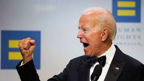 Joe Biden er nå Demokratenes eneste presidentkandidat, etter at alle andre kandidater har droppet ut. Andrew Yang og Bernie Sanders, som begge har trukket seg fra nominasjonskampen, vil imidlertid fortsatt stå på listen under primærvalget i New York, slik at de kan påvirke partiet videre.