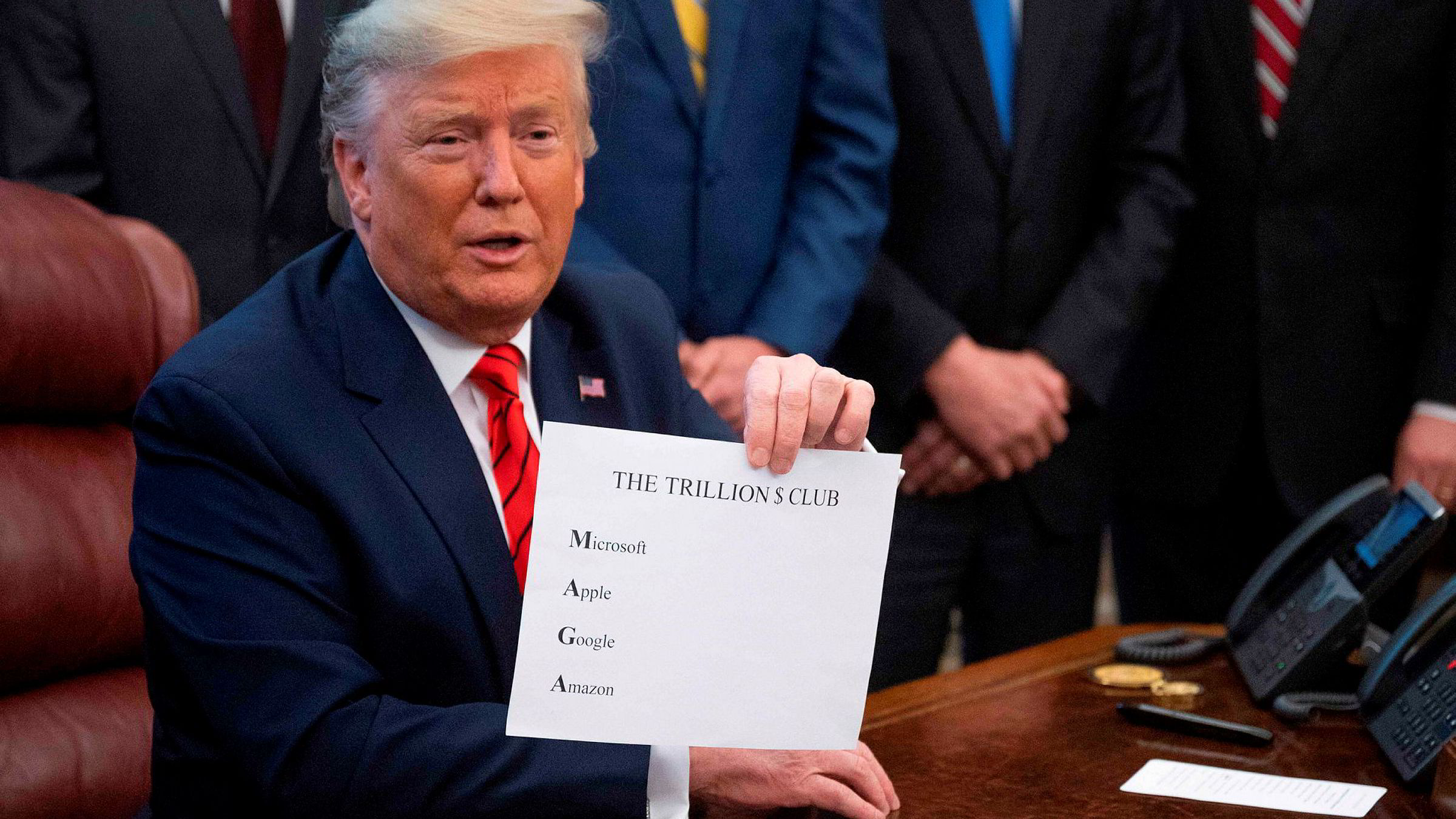 President Donald Trump skal være rasende etter at Dow Jones har falt med nesten 2000 poeng på to handelsdager.