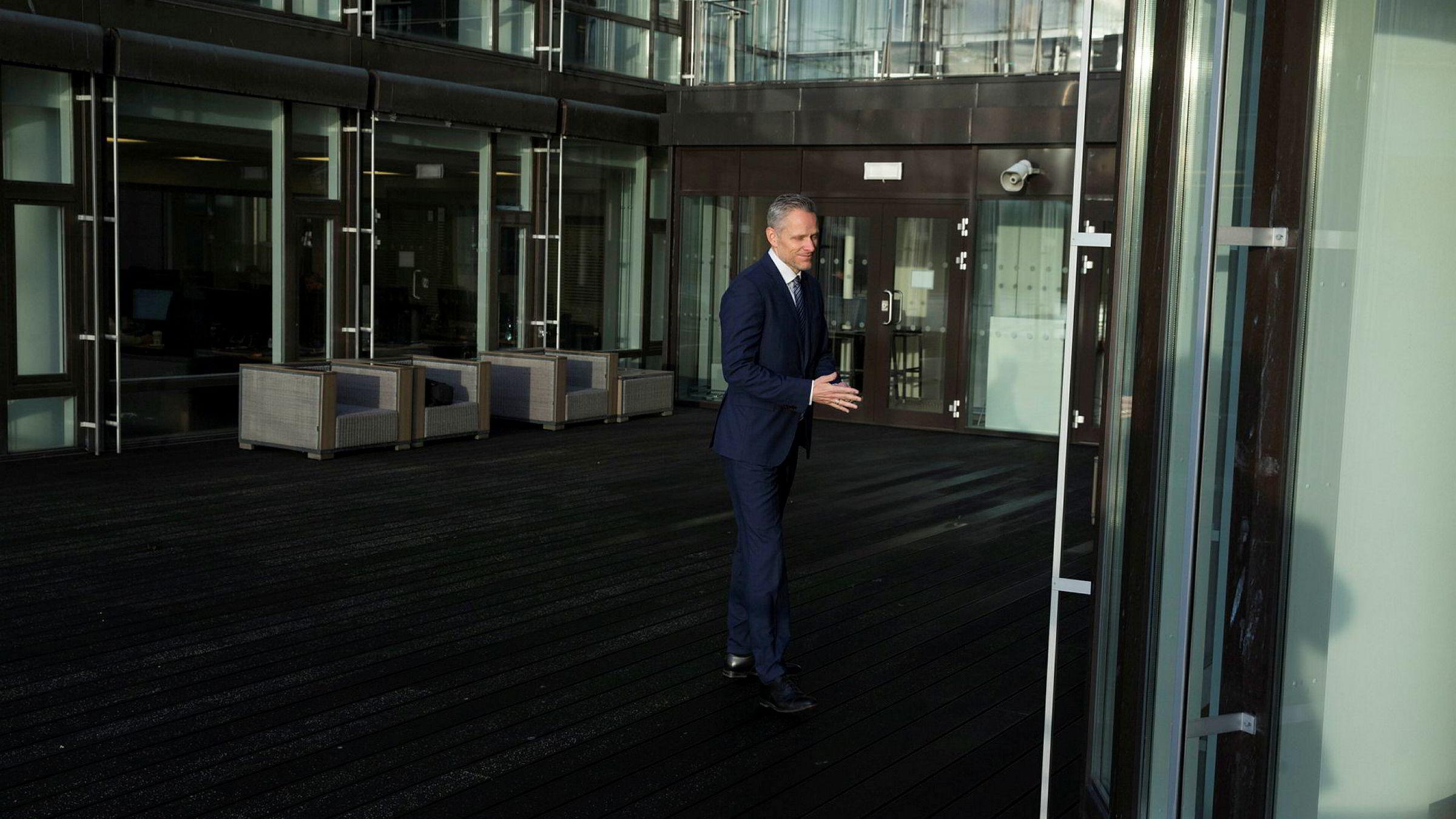 Sjefstrateg i Danske Bank, Christian Lie, ser flere positive tegn i markedene nå. Men han er likevel ikke sikker på om bunnen er nådd.