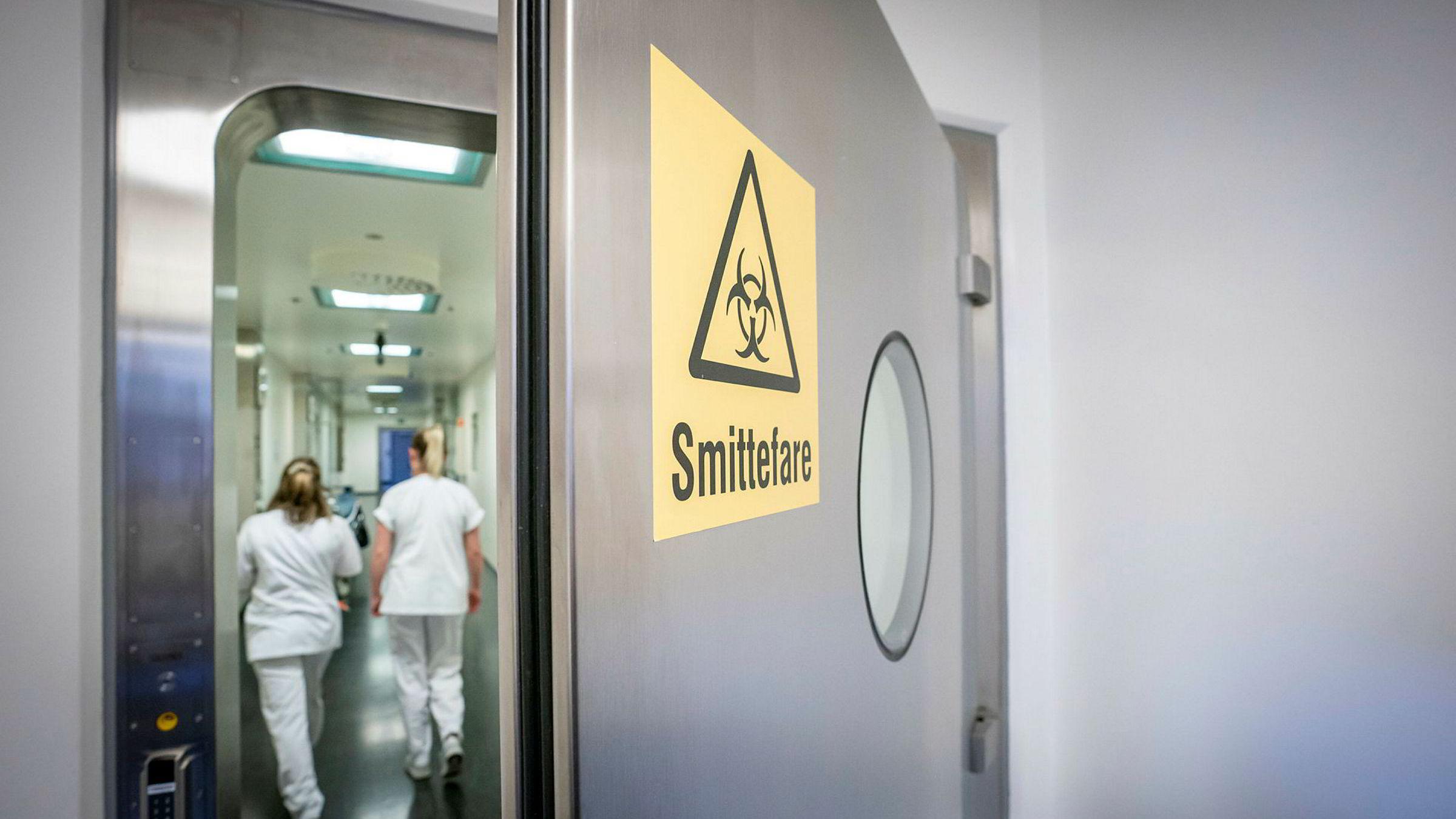 Sykepleiere på isolatposten på Ullevål sykehus. Det er hit eventuelle corona-smittede vil komme. Foto: