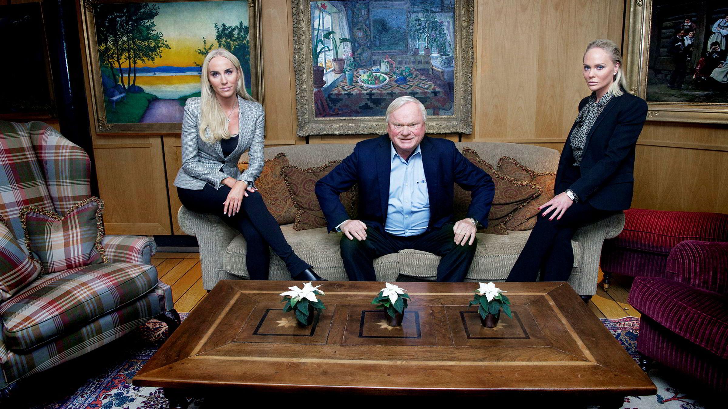 John Fredriksen med døtrene Cecilie og Kathrine Fredriksen (til høyre).