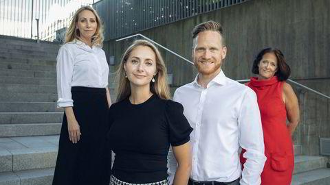 Disse skal være de mest synlige i DNs nye satsing på journalistikk om ledelse. Foran: Gitte og Thomas Nesset Midelfart, som er nye spaltister. Bak: Jorun Sofie Fallmo Aartun (til venstre) og kommentator Eva Grinde.
