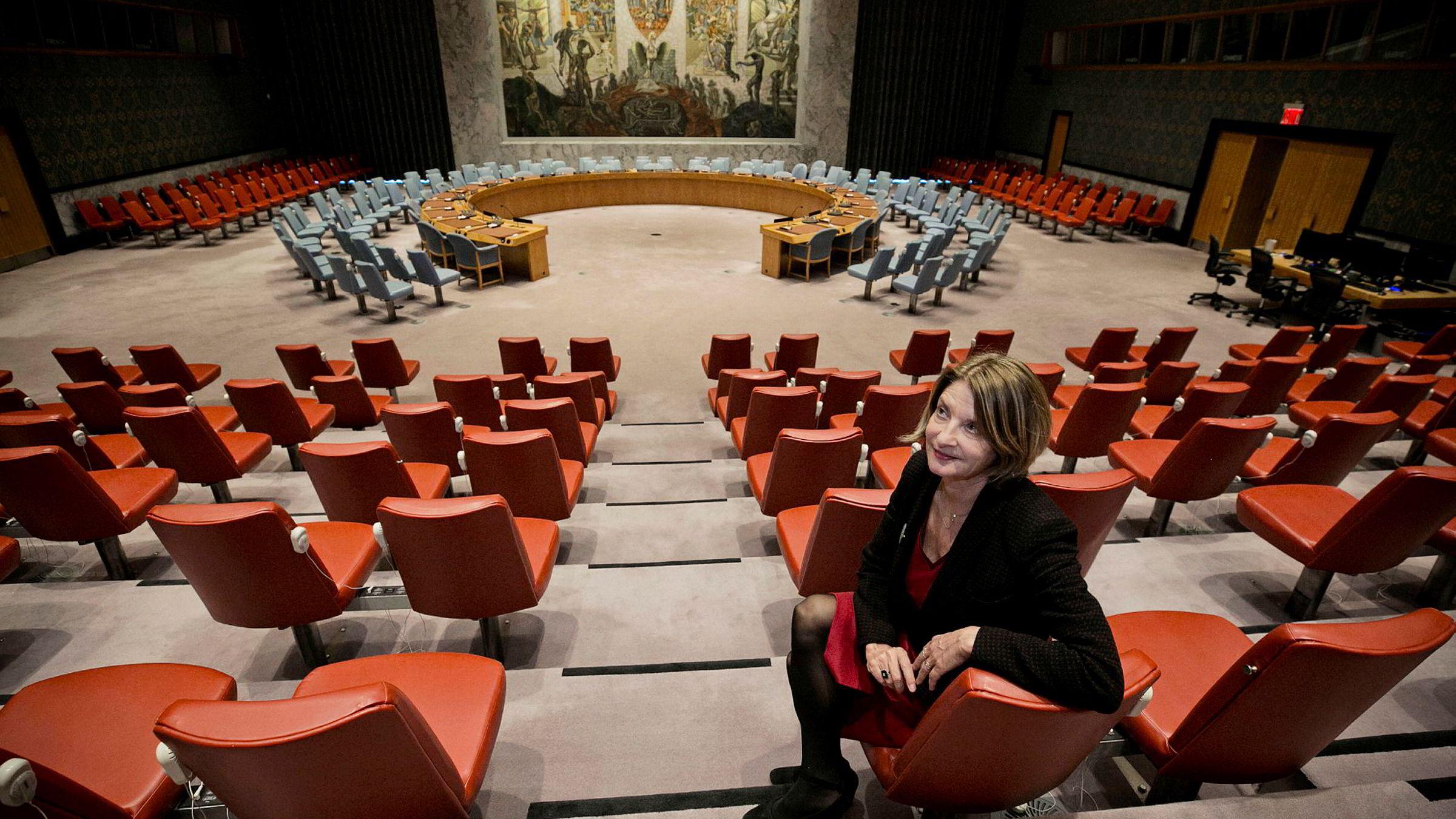 FN-ambassadør Mona Juul arbeider på vegne av regjeringen for at Norge skal få plass i FNs sikkerhetsråd. Men det er skjær i sjøen, mener artikkelforfatteren.
