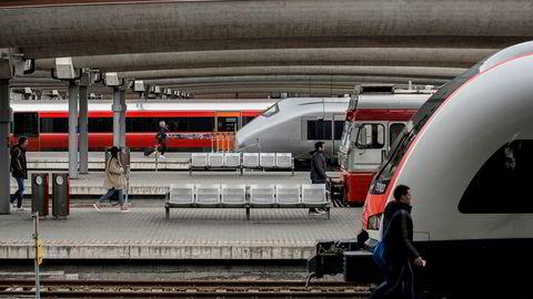 Norges nye, fullintegrerte jernbaneselskap, som ved børsnotering kan få navnet Tog1 – «tog-ett» – får totalansvar for både trafikk og infrastruktur. Beslutningene tas i én organisasjon. Alle rapporterer til samme toppleder, skriver Lasse Fridstrøm i innlegget.