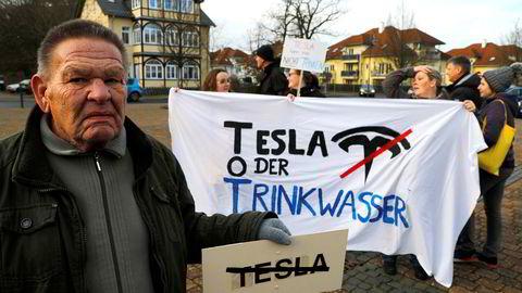 En tysk domstol har besluttet å hindre Tesla i å hugge ned skog for å bygge en storslagen ny fabrikk for elektriske biler og batterier utenfor Berlin.