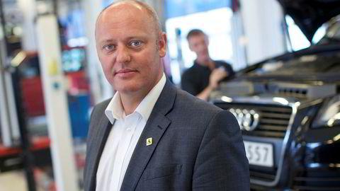 Stig Skjøstad i Naf er ikke fornøyd med at regjeringen øker avgiftene på biler.
