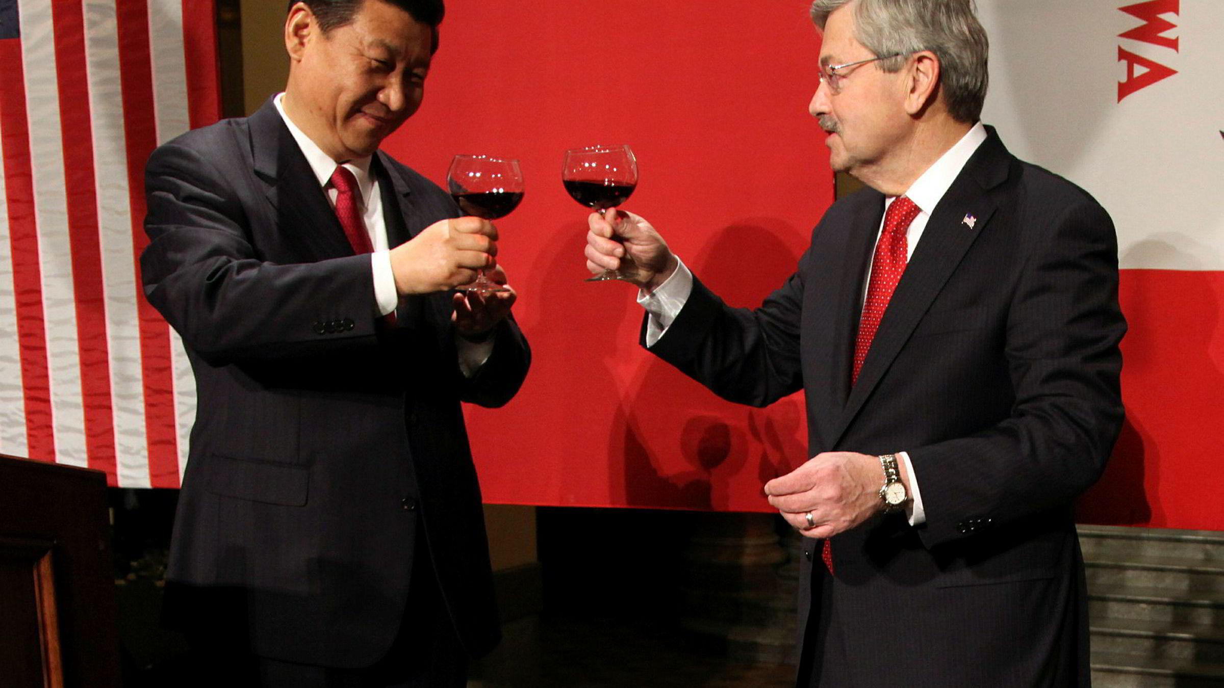 Donald Trump planlegger å utnevne Iowa-guvernør Terry Branstad (til høyre) som neste Kina-ambassadør. Han har kjent Kinas president Xi Jinping i over 30 år og blir sett på som en god venn av Kina.
