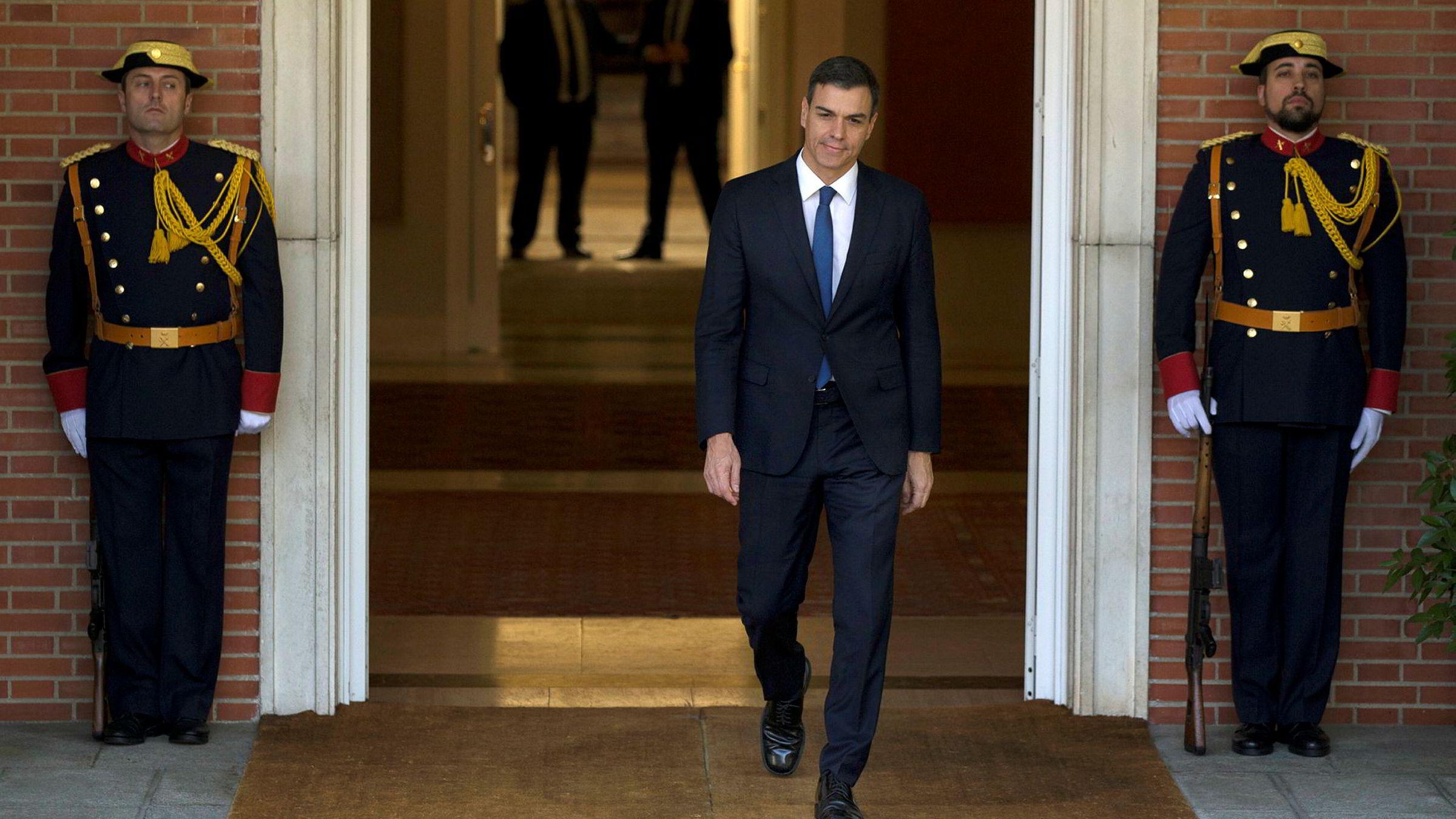 Spanias nye statsminister Pedro Sanchez har fått sin nye regjering på plass. Der er kvinnene i flertall blant ministrene.