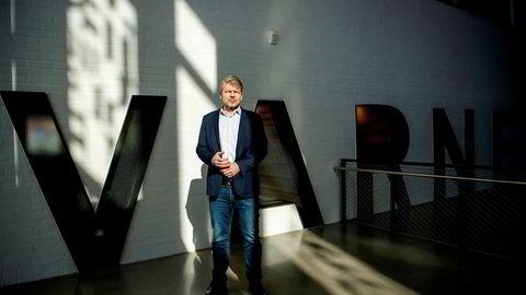 Norges største kleskonsern Varner nekter å betale full husleie til kjøpesentereiere som Thon etter at inntektene stupe med 70 prosent. Her er finansdirektør Øyvind Bustnes i Varner.