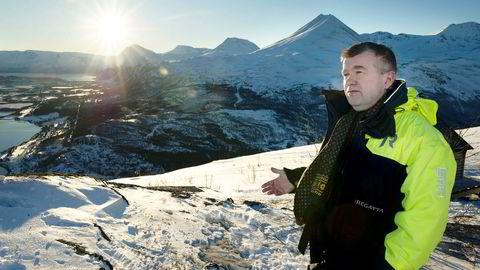 Ordfører Dan-Håvard Johnsen i Lyngen kommune vil legge ned Opplysningsvesenets fond, som eier «halve sentrum» av kommunesenteret Lyngseidet nede i dalen.
