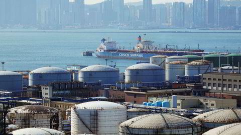 Den økonomiske aktiviteten i Kina har tatt seg opp igjen etter koronapandemien og det er solid vekst i verdens nest største økonomi – også etter olje. I resten av verden er det stor usikkerhet og frykt for nye smittebølge i vinterhalvåret, ifølge månedsrapporten fra Det internasjonale energibyrået (IEA).