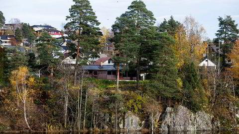 Fotballspiller Joshua King betalte Kreftforeningen 15 millioner kroner for boligen i forgrunnen. Boligen ligger ved Langvannet i Lørenskog.