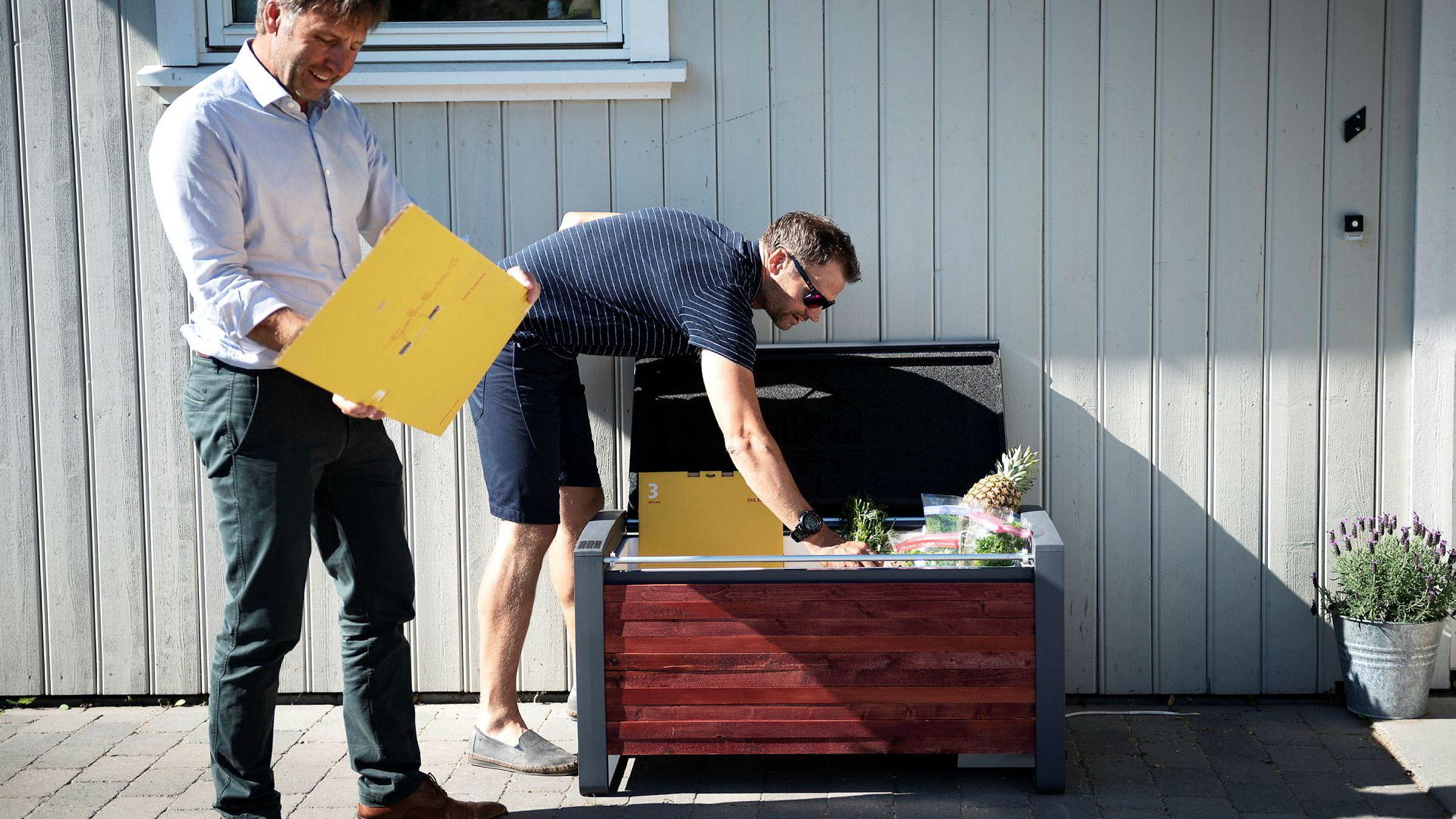Gründeren Karl-Einar Jensen (til venstre) og designeren Atle Stubberud i Homeboxx er i ferd med å etablere produksjonslinje for låsbare og temperaturkontrollerte netthandelsbokser som de mener vil revolusjonere netthandel med dagligvarer.
