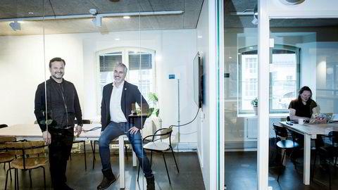 – Sammen med medinvestorer skal vi til investere totalt 65 millioner kroner i Catenda, sier gründer-milliardær Are Traasdahl til venstre. Til høyre, Håvard Brekke Bell, daglig leder og medgründer i Catenda.