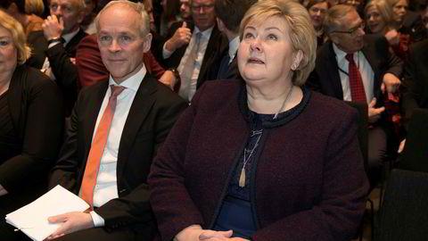 Finansminister Jan Tore Sanner og satsminister Erna Solberg har pressekonferanse klokken 13.30 tirsdag.