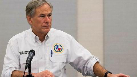 Høyesterett i Texas gir den republikanske guvernøren Greg Abbott lov til å begrense antall lokaler for mottak av forhåndsstemmer til ett per fylke. Abbott sier begrensningen vil styrke valgsikkerheten, mens kritikere sier den vil gjøre det unødvendig vanskelig for velgere å stemme.