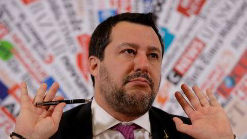 Tidligere innenriksminister Matteo Salvini i Italia risikerer å bli stilt for retten og dømt til fengsel dersom Senatet i Roma torsdag mener han bør stilles til ansvar for å ha nektet en båt med migranter å legge i land i Italia i fjor sommer.
