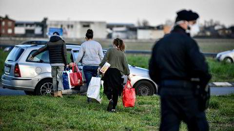 En innsatt døde og flere ble skadd da innsatte i fire italienske fengsler gjorde opprør mot nye tiltak som skal beskytte mot spredning av koronaviruset. En fjerdedel av befolkningen i Italia er isolert.