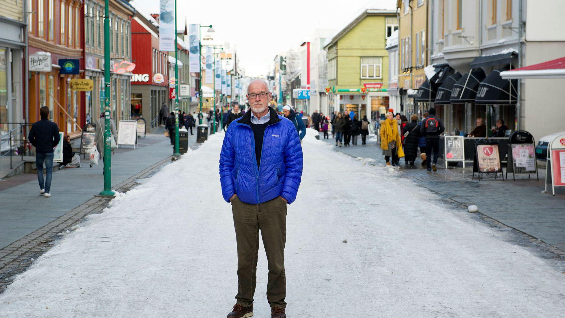Næringslivsnestor Johan Petter Barlindhaug står bredbent i en gate med svært mange konkurser. Gründeren tror folkesjelen kan være med på å forklare hvorfor så mange bedrifter går over ende.