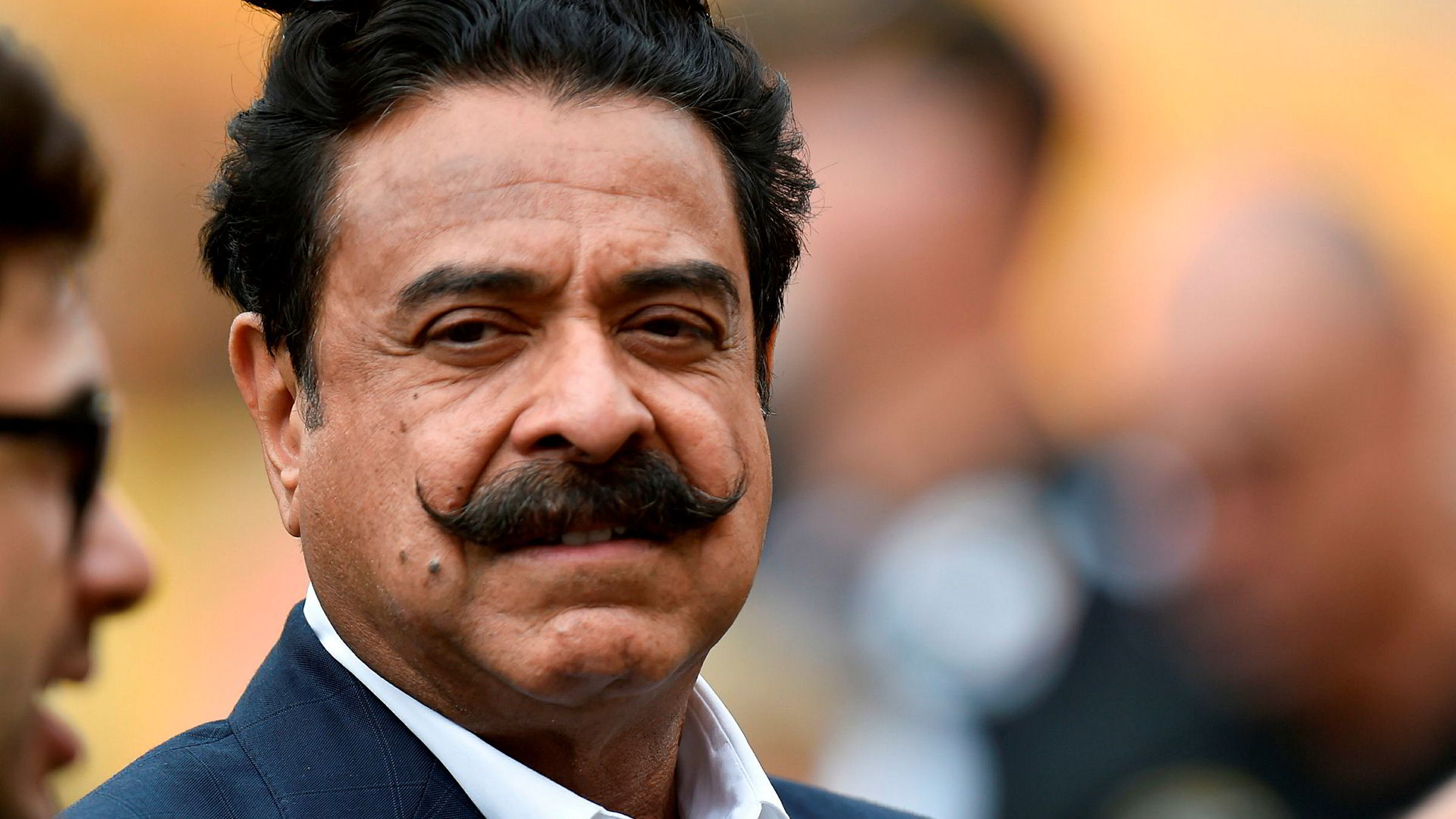 Shahid Khan byr 5,56 milliarder kroner for Wembley stadion i London.