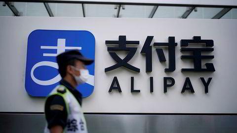 Ant Group, som tilhører sfæren rundt den kinesiske internettgiganten Alibaba, skulle etter planen gjennomføre en av verdens største emisjoner og børsnotering i Shanghai og Hongkong i slutten av oktober. Nå kan den bli forsinket.