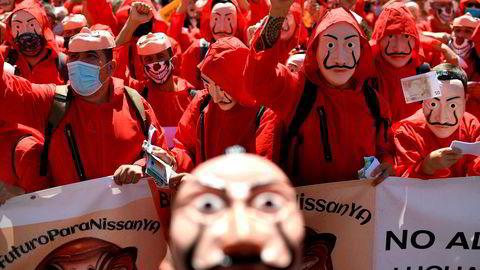 Nissan-ansatte i Spania har demonstrert mot den planlagte stengningen av en over 40 år gammel Nissan-fabrikk i Barcelona med 3000 ansatte. Ansatte ikledde seg antrekk og masker fra den spanske Netflix-serien «La Casa de Papel» («Money Heist») da de demonstrerte i midten av juli.