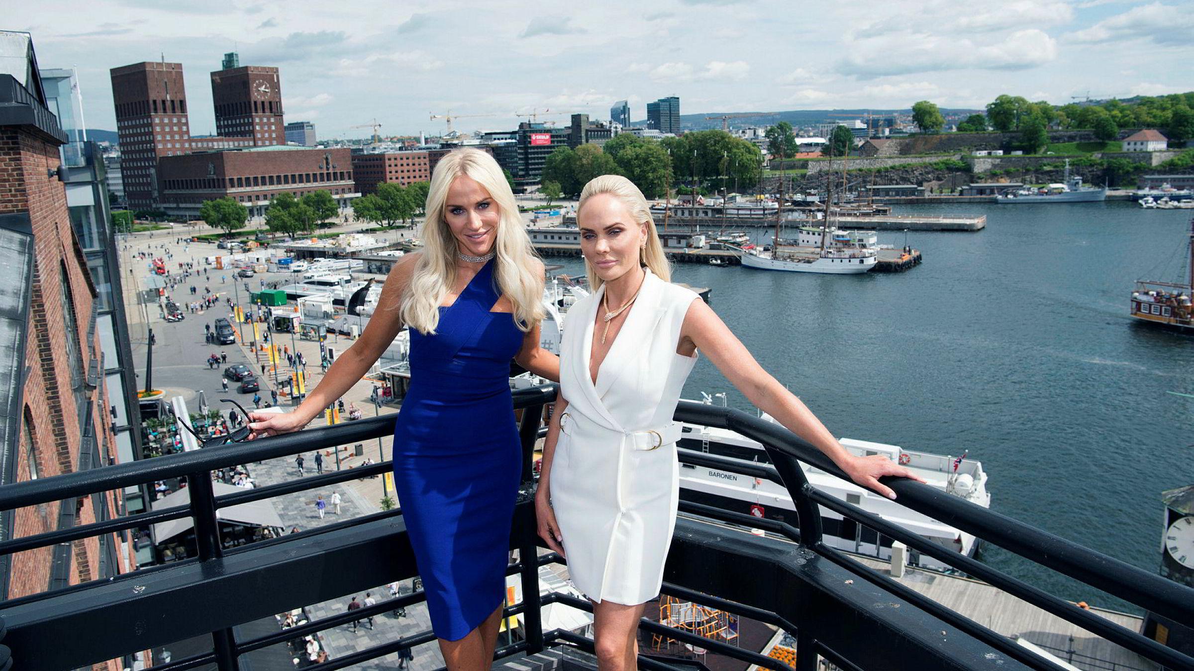 Onsdag ettermiddag inviterte John Fredriksen og de to døtrene Cecilie (til venstre) og Kathrine Fredriksen til årets fest i Frontlines kontorer i Oslo. Mellom 300 og 400 gjester fra hele kloden var invitert.