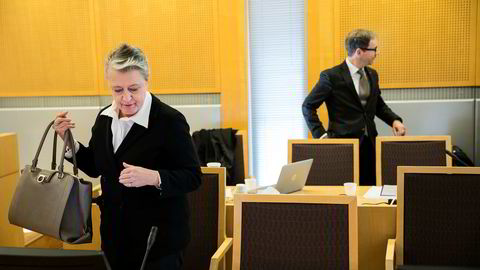 Advokat Berit Reiss-Andersen (til venstre) som representerer den tidligere regnskapssjefen i Gartnerhallen mener at straffepåstanden er for streng og ber om tre års fengsel for sin kilent. Advokat Rasmus Dannevig Woxholt (til høyre) ber om frifinnelse for den tiltalte bonden.