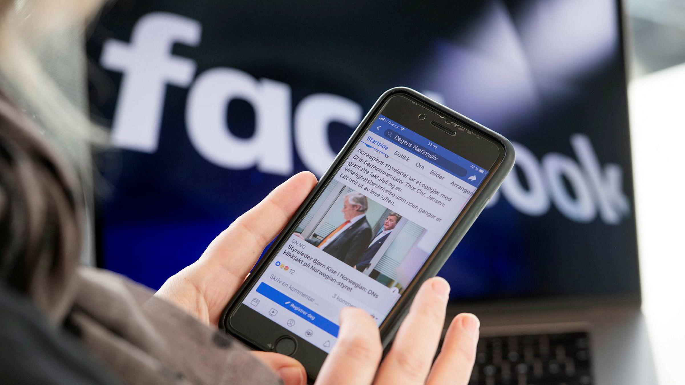 Facebook er episenteret for de falske nyhetene, skriver artikkelforfatterne.