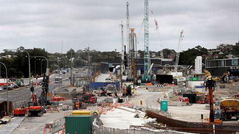 President Donald Trump har utsatt forhandlingene om en ny tiltakspakke til etter presidentvalget i november. I Australia foreslår regjeringen et rekordstort underskudd på statsbudsjettet. Offentlige investeringer, privat forbruk og økt aktivitet i næringslivet skal skape vekst i 2021. Her fra Sydney.