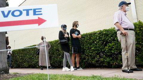 I Florida er man allerede i gang med å telle poststemmer og forhåndsstemmer. Det er ventet resultater tidlig på valgnatten. President Trump vant i Florida 2016. Han trenger å vinne staten til årets presidentvalg.