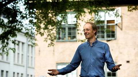 Bærekraftsinvestor Carsten Hjelde er lite imponert over statseide Equinor: – Equinors fornybare satsing utgjør mindre enn fem prosent av virksomheten. Det er som å ha en familie på 20 barn og trekke frem den ene som har startet på universitetet, mens de andre 19 er tiltalt for omsorgssvikt, sier han.