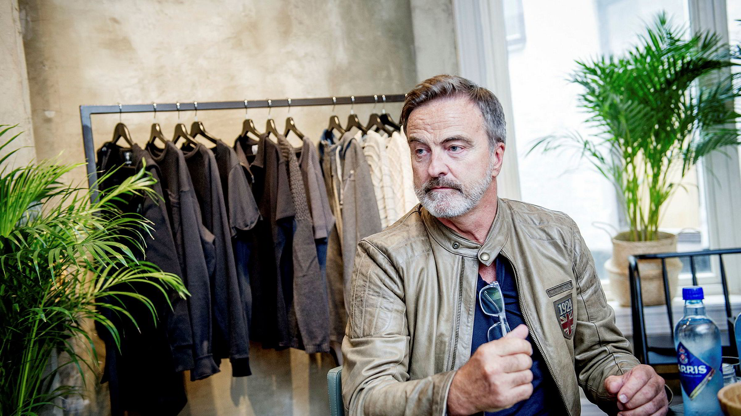 Investor, Bik Bok-grunnlegger og skogeier, Ola Mæle, er opptatt av at Norske Skogs anlegg skal drive videre, men mener det ikke ville vært en katastrofe om selskapet gikk konkurs.
