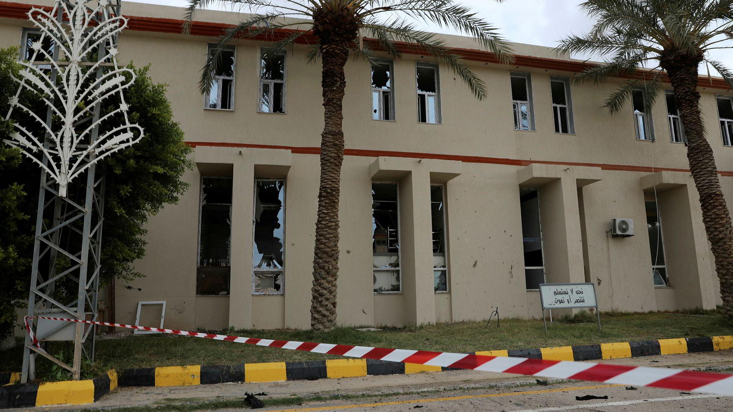 – Vi ønsker å hindre at Libya blir slagmark for en stedfortrederkrig eller at Libya blir et nytt Syria, sa Tysklands utenriksminister Heiko Maas onsdag. Et militært område i Tripoli ble angrepet sist helg.