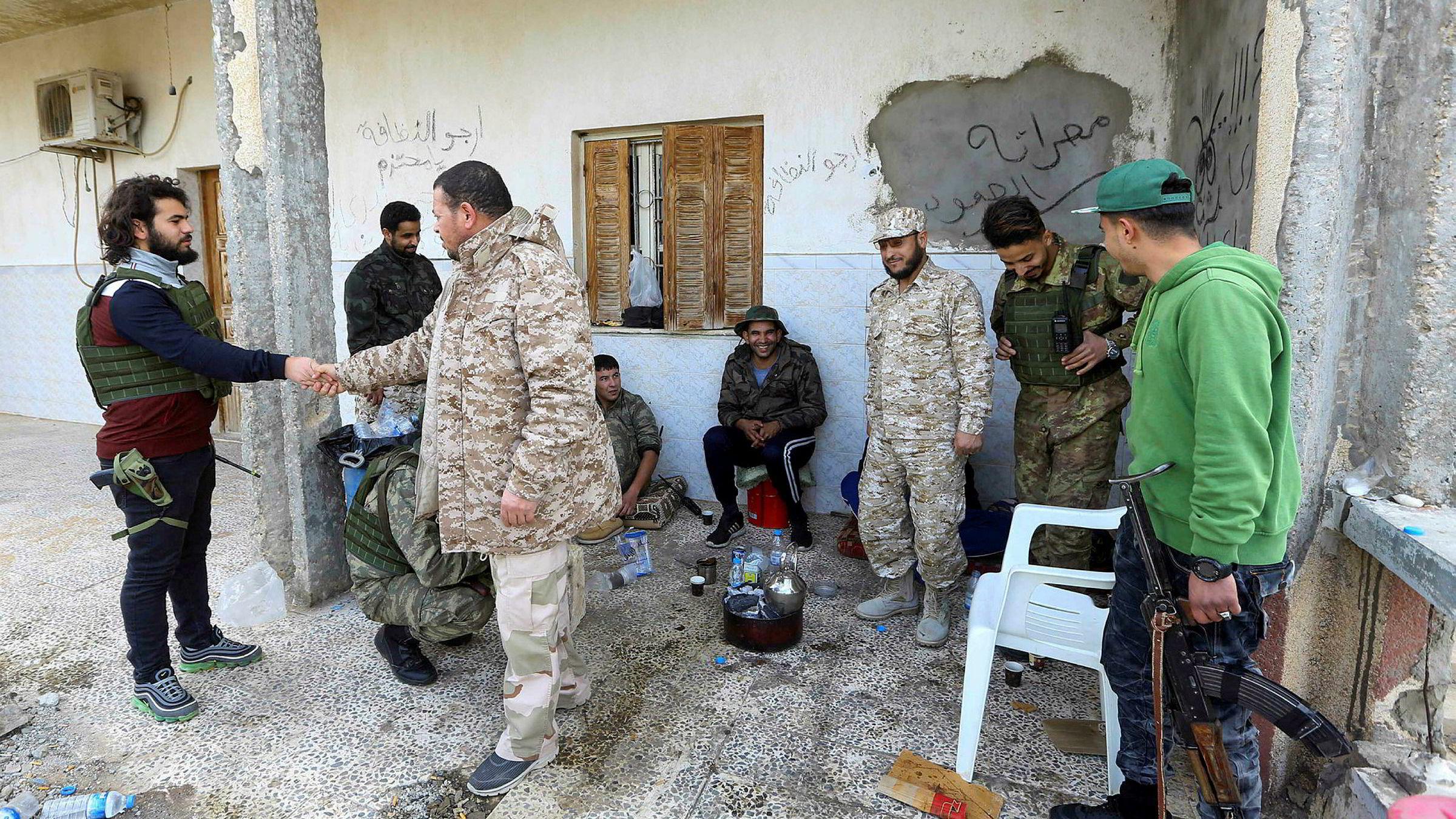 Begge sider i den libyske konflikten skal signere en avtale om betingelsene for våpenhvilen som trådde i kraft i helgen.