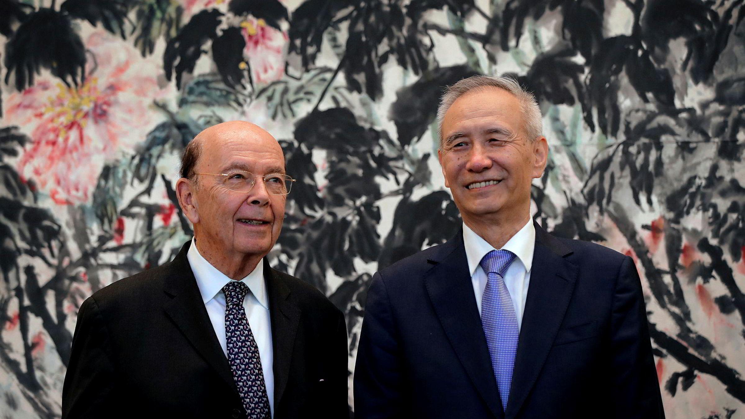 USAs handelsminister Wilbur Ross (til venstre) møtte Kinas visestatsminister Liu He i Beijing nylig.