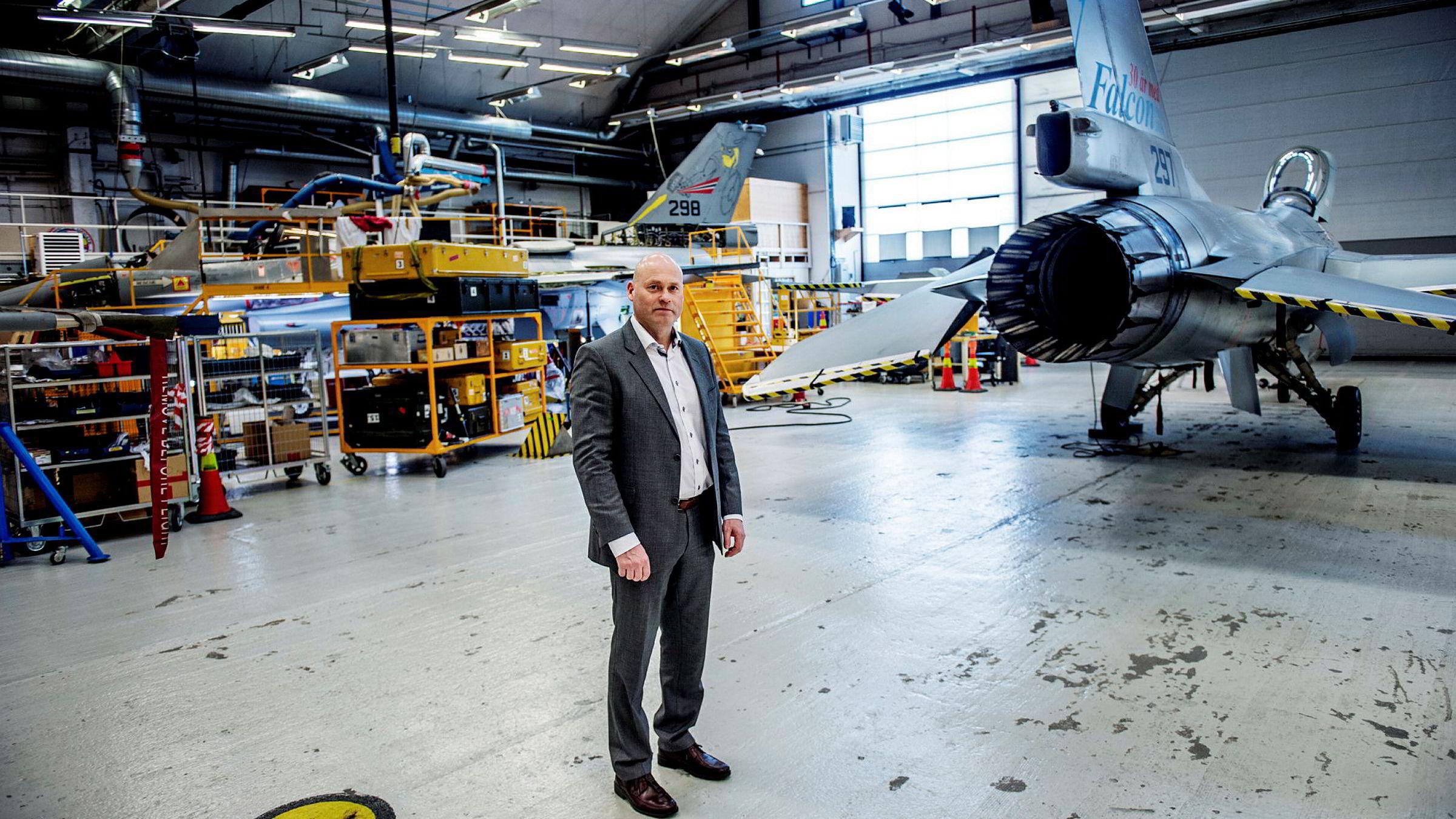 Direktør Ove Haukåssveen ved AIM Norway på Kjeller mener selskapet er uforståelig utestengt fra konkurransen om å få vedlikeholde nye norske helikoptre.