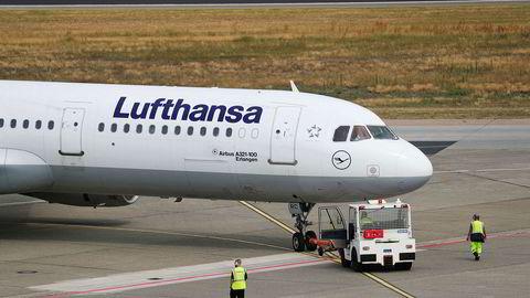 – Vi er fast bestemt på å bevare 100.000 av Lufthansas 130.000 nåværende stillinger. Selv om vi ikke har nok arbeid for en arbeidsstyrke på den størrelsen, skriver Lufthansa til nyhetsbyrået AFP.