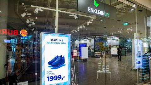 Det er stille og mange stengte butikker i Sandvika Storsenter. Blant dem er den konkursrammede butikken til Enklere Liv.