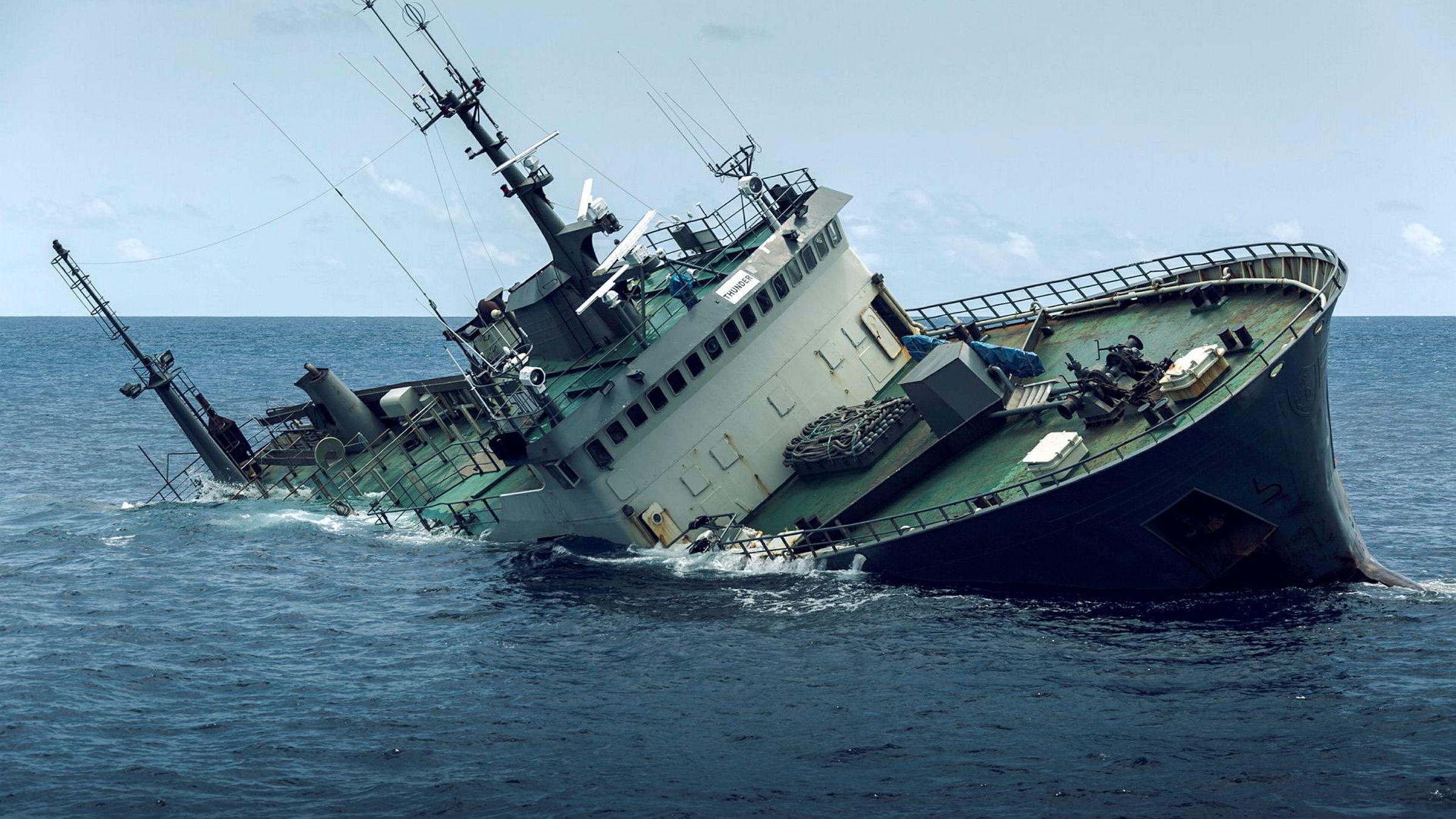 Det var klart og vindstille morgenen 6. april 2015 da «Thunder» sank i Guineabukten. Siden har jakten på skipets eier pågått.
