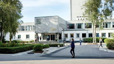 Det pågår en heftig debatt om studentmiljøet ved NHH i kjølvannet av avisinnlegget «Et nikkedukkehjem» i Bergens Tidende og studentavisen.