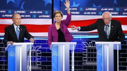 Tidligere borgermester i New York, Michael Bloomberg, sto stille og tok imot en del harde karakteristikker av ham fra blant andre senator Elizabeth Warren i Las Vegas, i hans første debatt for Demokratene