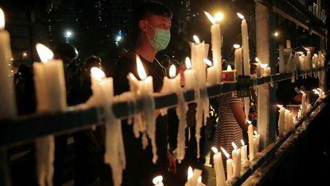 Det ble tent lys i Hongkong torsdag for å minnes ofrene etter massakren på Tiananmen-plassen i 1989. USA ber Kina om en fullstendig oversikt over ofrene for hendelsen.