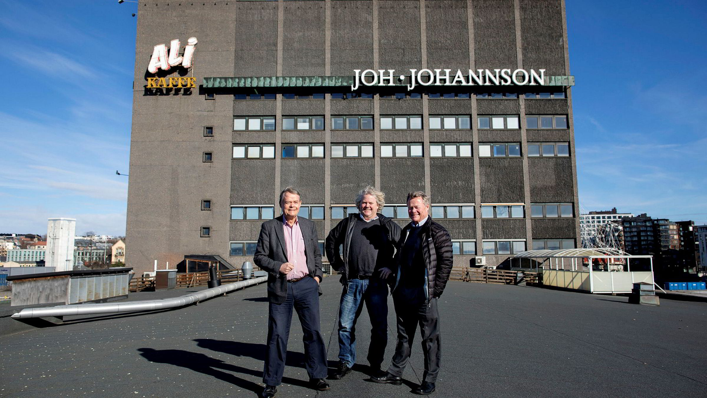 Eierne i Norgesgruppen kunne hente ut rekordstort utbytte på 703 millioner kroner i fjor. Her er majoritetseierne Knut Hartvig Johannson (fra venstre), Johan Johannson og Torbjørn Johannson ved det mangeårige familiehovedkvarteret på Filipstad som de snart skal flytte ut fra.