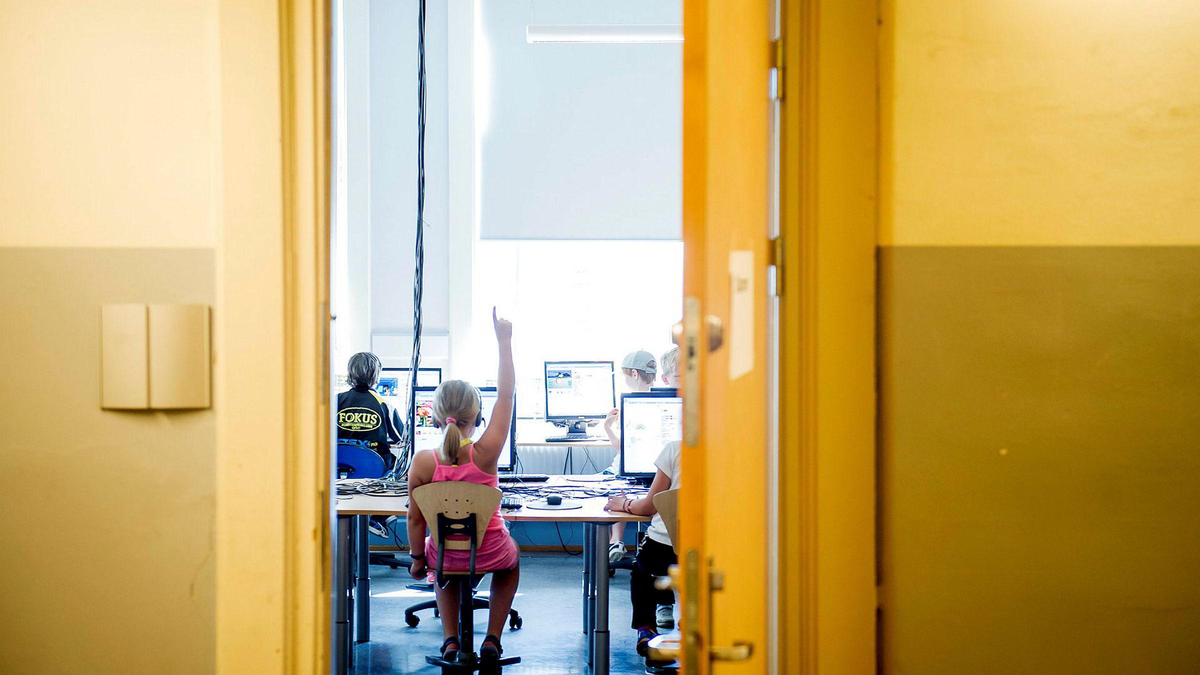 Norge ligger etter sammenlignet med resten av Europa når det gjelder koding i skolen. Her Sommerskolens kodekurs for 3. og 4. klasse på Kampen skole.